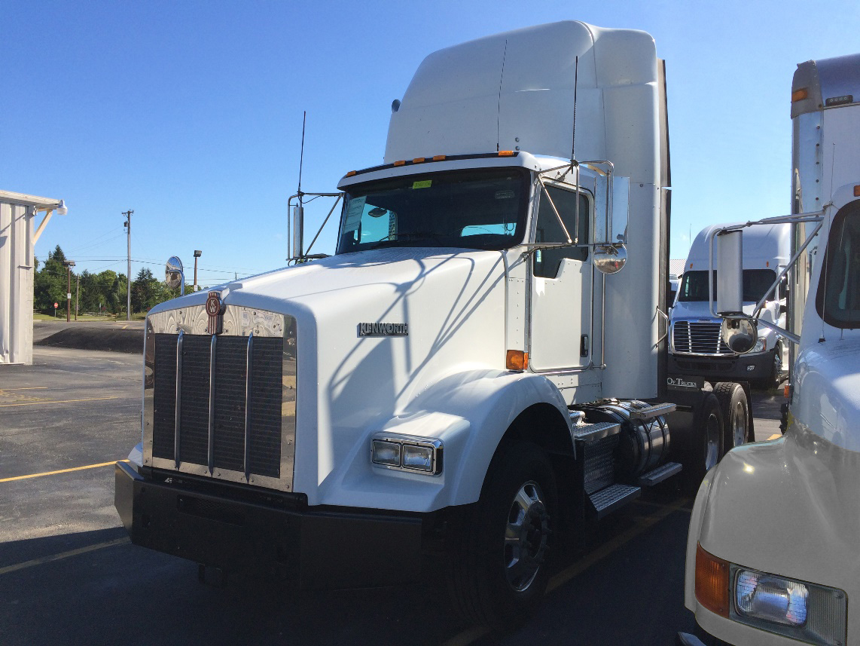 2014 Kenworth T800 Daycab - Fedex Trucks For Sale